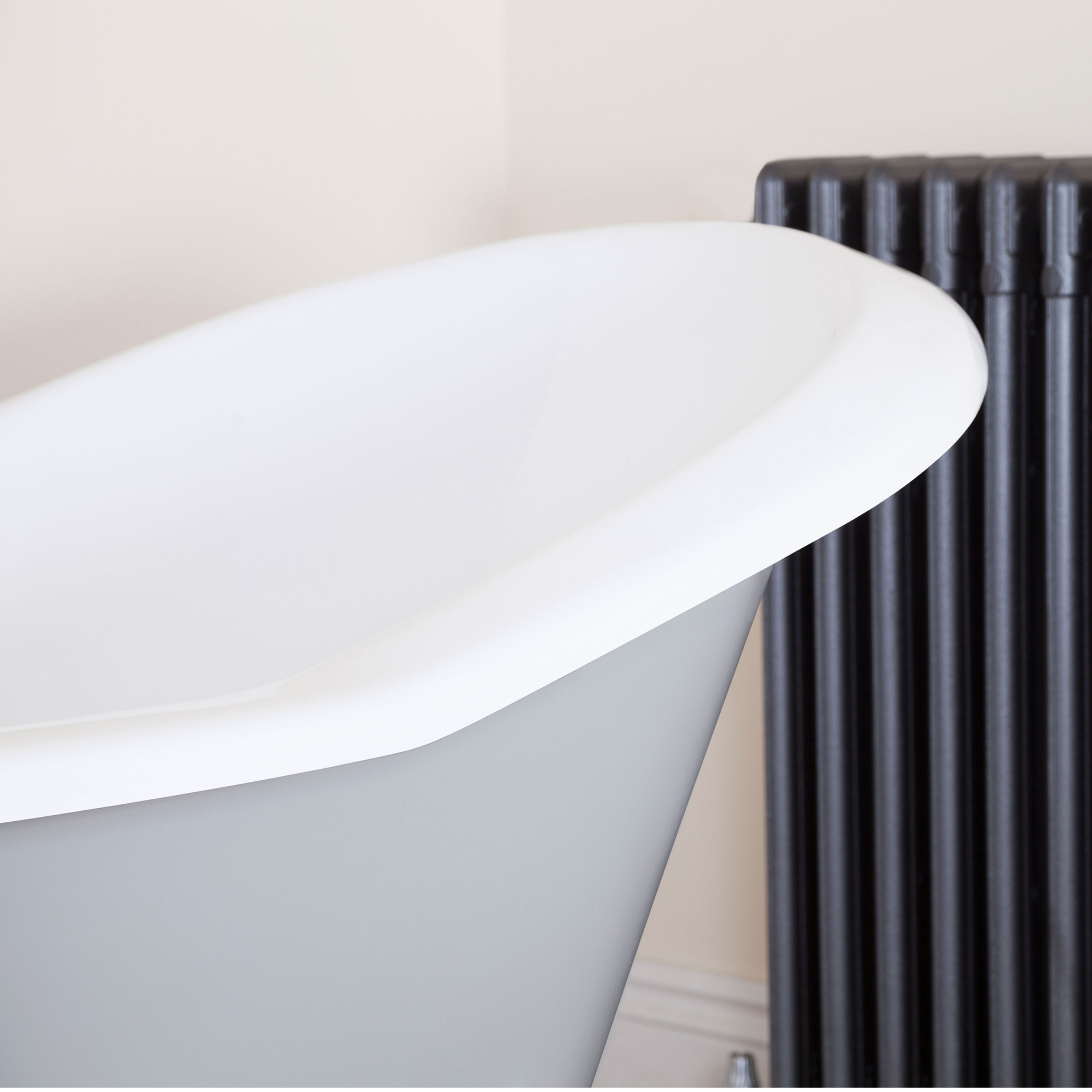 Jig Banburgh Large Cast Iron Roll Top Slipper Bath including Chrome Feet - 0 Tap Hole-0