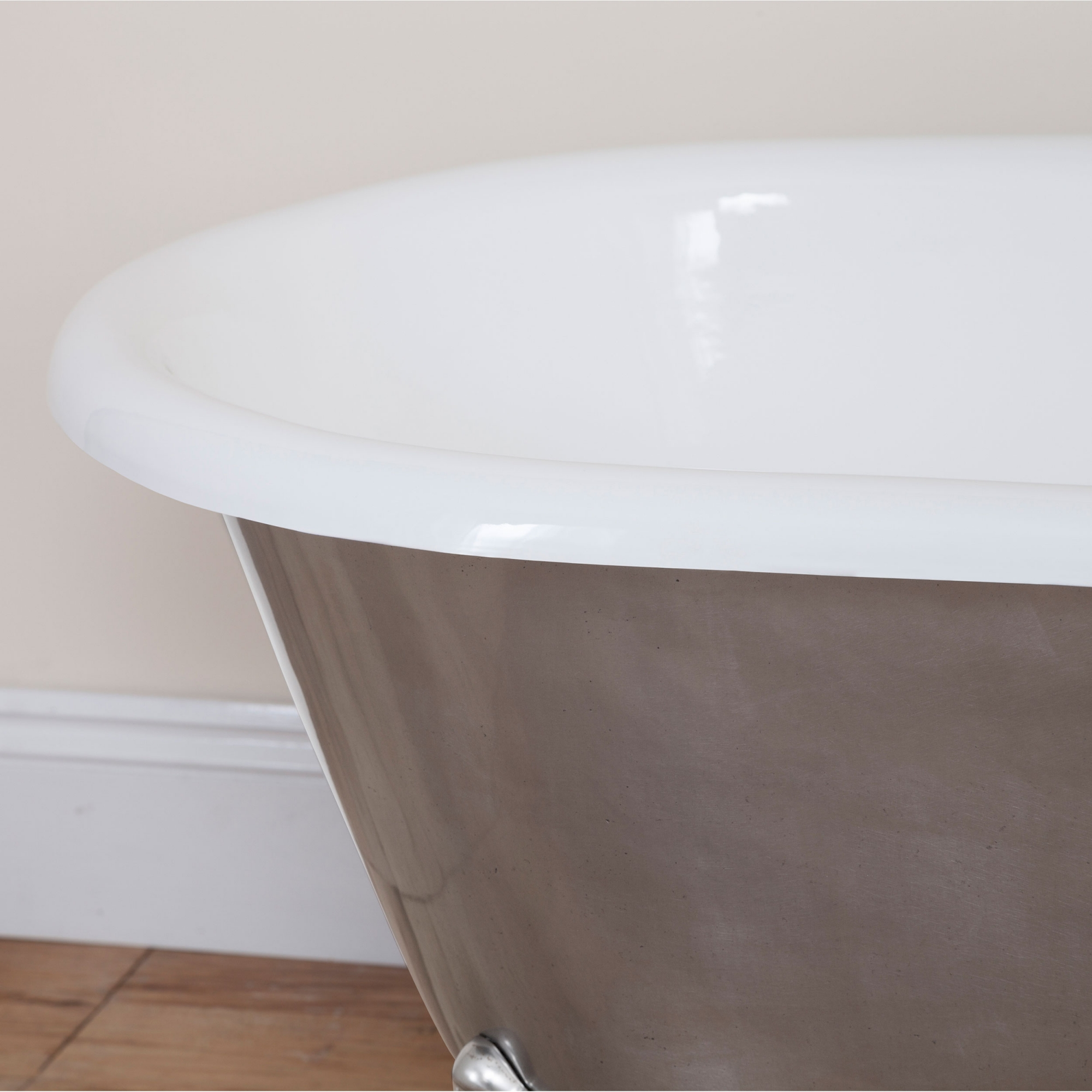 Jig Bisley Cast Iron Roll Top Bath including Full Polished Feet - 2 Tap Hole