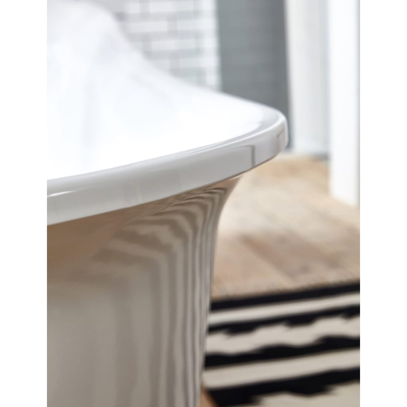 Verona Belmont Freestanding Slipper Bath with Chrome Ball Feet 1520mm x 710mm - White