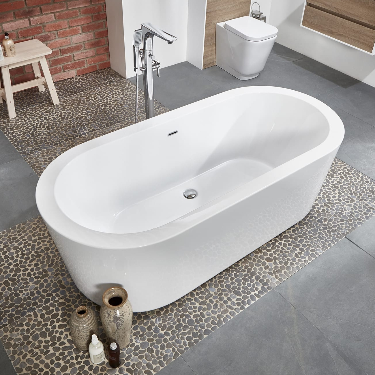 Verona Rondo Freestanding Double Ended Bath 1680mm x 780mm - White-1